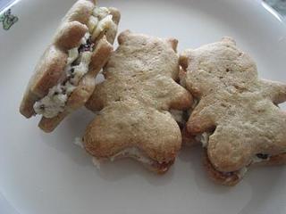黒糖クッキーレーズンサンド